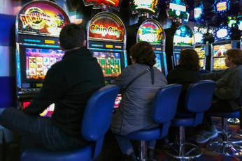 Casinos bonaerenses: solo dos empresas quedaron en la recta final