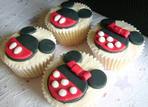 Más tortitas decoradas con motivos infantiles, de Mily s cupcakes, (caja de 4 unidades $30, pedidos con anticipación, http://milyscupcakes.blogspot.com/). Foto: lanacion.com