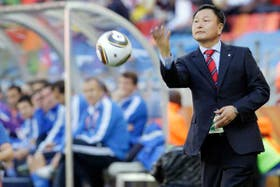 Huh Jung-Moo, el DT de Corea, equipo que pasado mañana se enfrentará con la Argentina