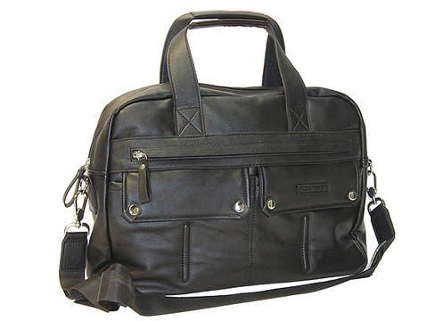 Portafolio con manijas y correa ajustable; $200, de Chenson. Foto: lanacion.com