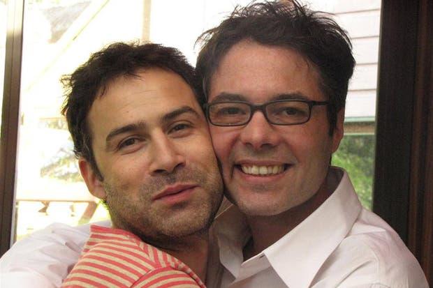 Octavio, el suboficial asesinado (a la izquierda), junto a Gabriel