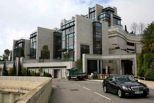 Para algunos habitantes vivir en  Hong Kong significa una mansión con una amplia vista desde las alturas de Victoria Peak. Foto: AP