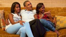 Obama junto a sus hijas en una imagen familiar