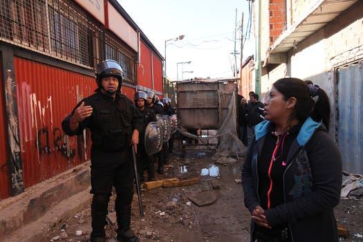 Desmantelaron unos quince puestos de venta cerca de la terminal de ómnibus de Retiro, un nuevo operativo por presunta comercialización ilegal de mercadería. Foto: LA NACION / Ezequiel Muñoz