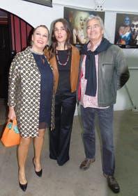 Juana Viale, acompañada por Mirtha Legrand, estrenó una obra de teatro en Chile