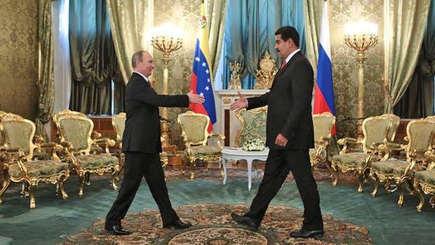 """Nicolás Maduro le entregará el premio """"Hugo Chávez a la paz y la soberanía"""" a Vladimir Putin"""