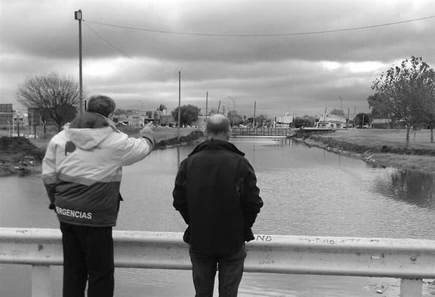 Funcionarios de la provincia y del municipio de Junín monitorean el río Salado