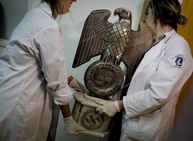 Descubren el mayor tesoro de artefactos nazis jamás hallado en Argentina — GLOBALES