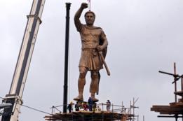 Una estatua de Felipe de Macedonia, padre de Alejandro Magno, fue erigida en Skopie, en 2012.