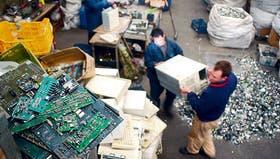 En Quilmes funciona un depósito de reciclado de rezagos informáticos, computadoras y equipos de telecomunicaciones