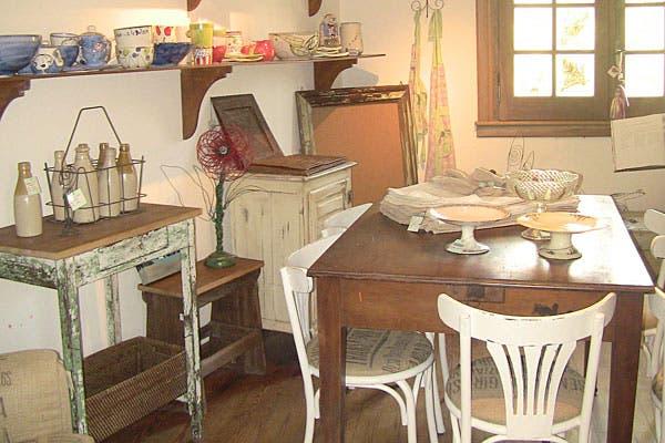 En el primer piso, objetos en venta. Foto: Cecilia Wall