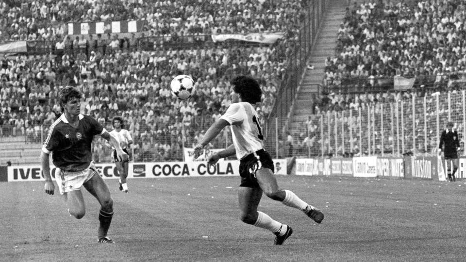 16-6-1982: otra imagen del duelo ante los húngaros. Foto: LA NACION