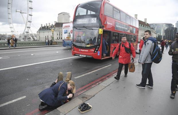 Fotógrafo se topó con atentado de Londres y captó conmovedora imagen