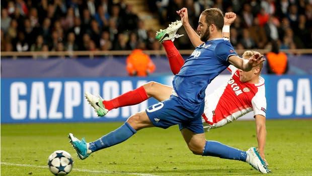 Pipita marca su segundo gol ante Mónaco