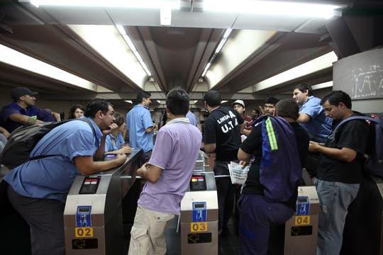 Estación Congreso de Tucumán durante el paro de subtes, hay tensión entre los metrodelogados y la UTA. Foto: LA NACION / Silvana Colombo