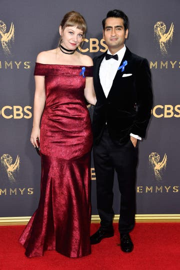 Kumail Nanjiani y su esposa. Foto: AFP