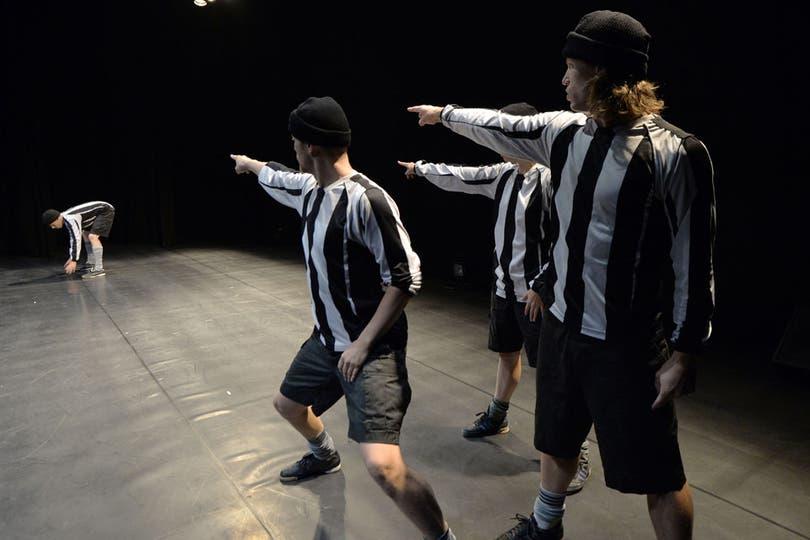 Capo Carlitos Tevez. Ya impuso gorrito en el resto de los jugadores de Juventus.. Foto: AFP