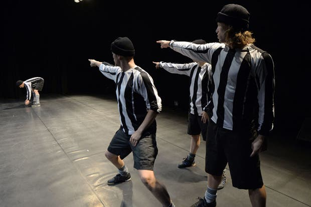 Capo Carlitos Tevez. Ya impuso gorrito en el resto de los jugadores de Juventus..  Foto:AFP