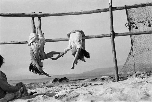 Las hijas del pescador, Aldea de los Horcones, Chile, 1956