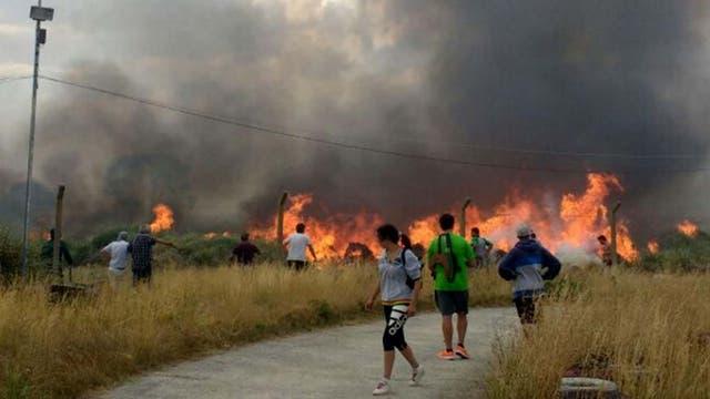 El fuego finalmente fue controlado y ahora trabajan los peritos para determinar la causa del mismo. Foto: DyN
