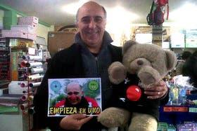 Juan Rey, el librero que emocionó a la Presidenta por cuidar los precios