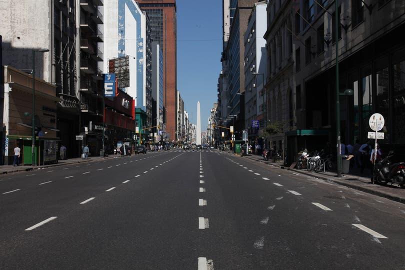 Las mejores imágenes del paro del 20N, Vista de la desierta avenida Corrientes. Foto: LA NACION / Ezequiel Muñoz