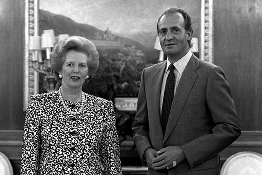 Margaret Thatcher junto al rey Juan Carlos, el 22 de Agosto de 1998, durante una audiencia en el Palacio de La Zarzuela, España. Foto: Archivo