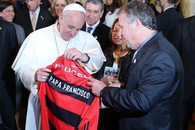 Una camiseta más para la colección de Francisco la del Flamengo que le dio Zico