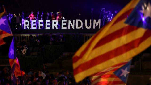 Hace dos días, el presidente catalán Carles Puigdemont se dirigió a los votantes a favor del referéndum, en Barcelona. Foto: Reuters