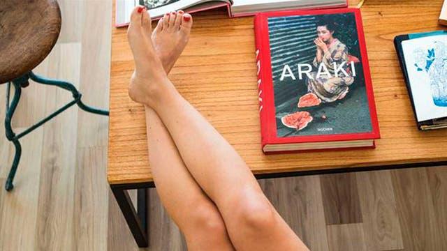 """Lu es fanática de la fotografía japonesa: """"Tengo mucha influencia de Valeria Belucci, una profesora de fotografía muy genia en el rubro"""". El libro del fotógrafo japonés Araki es su preferido"""