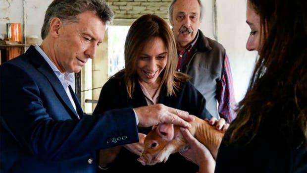 La tierna visita de Mauricio Macri y María Eugenia Vidal a un criadero