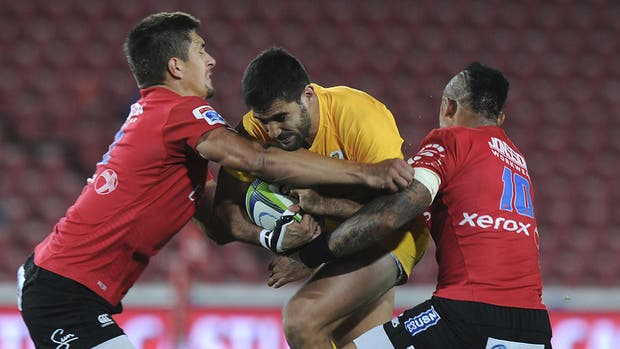 Para De la Fuente, frenado por Jantjies y Voster (Lions), funciona mejor la defensa que el ataque