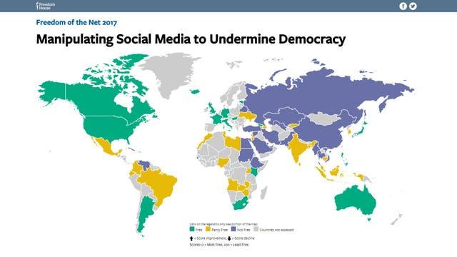 El mapa marca en verde los países con más libertad de expresión digital, en violeta los que imponen más freno a la expresión en redes