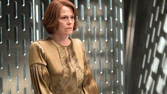 Sigourney Weaver como Alexandra, líder de La Mano