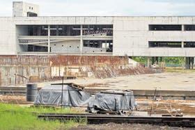 El esqueleto del prometido Polo Educativo Saavedra, que contendría tres escuelas, comenzado en 2006 y sin pronósticos de finalización