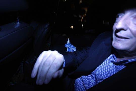 Néstor Kirchner el día que fue dado de alta tras su última internación, saliendo del Sanatorio de Los Arcos en Buenos Aires, 12 de septiembre de 2010. Foto: LA NACION