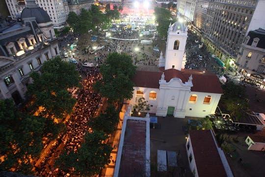 Excelentes vistas de la Plaza de Mayo durante el  velatorio del ex Presidente Néstor Kirchner. Foto: LA NACION / Marcelo Omar Gómez