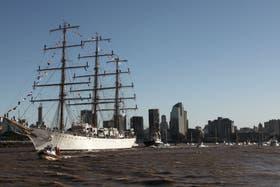 La Fragata Libertad zarpó esta tarde del puerto de Buenos Aires