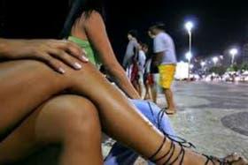 En menos de dos años la pelota más famosa del mundo rodará en Brasil y las prostitutas se preparan para sumar clientes