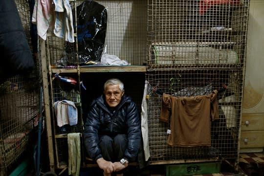 Pobres que viven en jaulas al lado de grandes mansiones: caras de la creciente desigualdad en China. Foto: AP