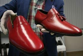 Los zapatos que lució Benedicto XVI durante su visita a México, que simbolizan la sangre de los mártires