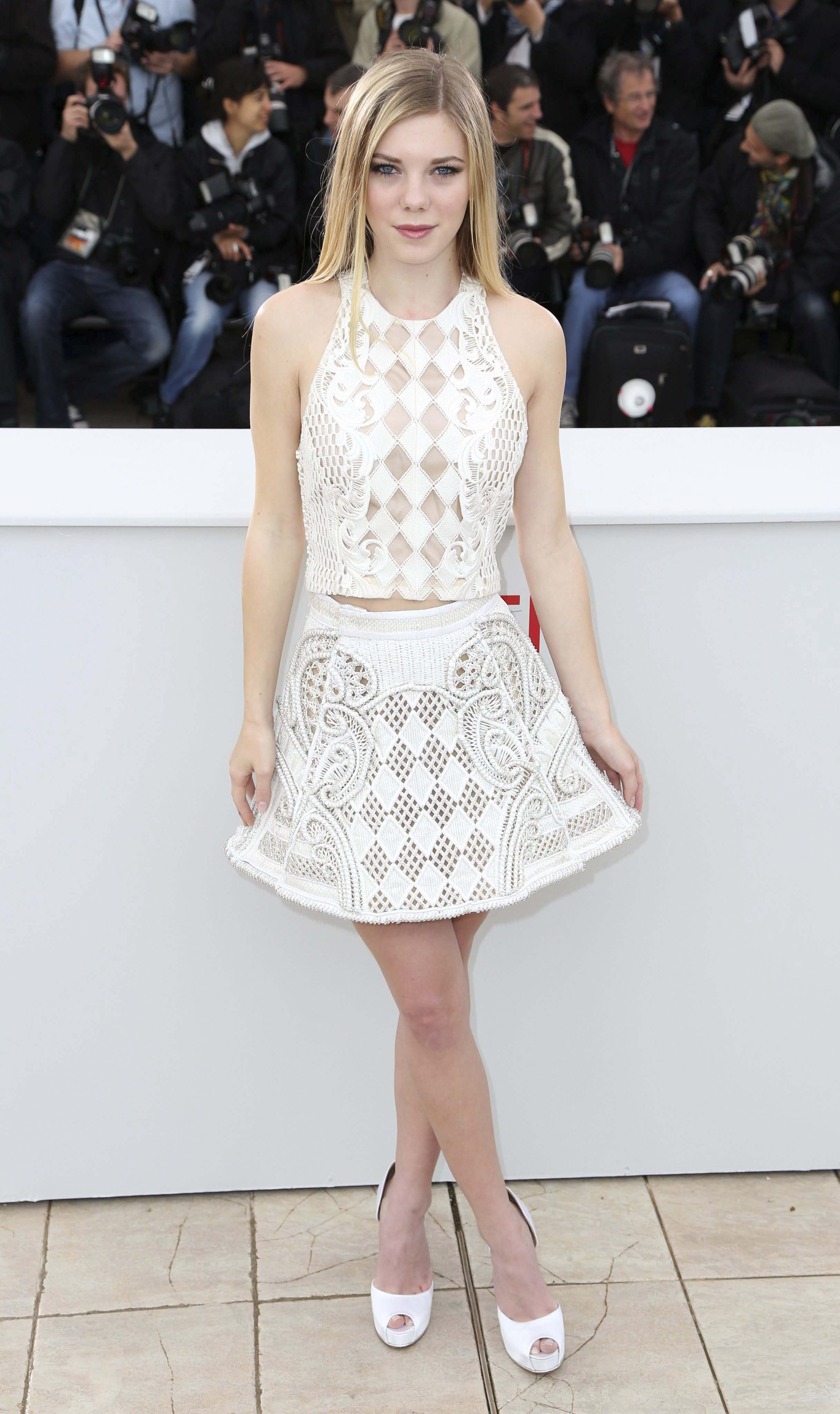 Claire Julien, de The Bling Ring, lució un crochet blanco con rombos perforados.  Foto:  / EFE