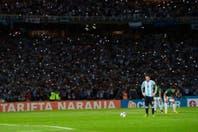 """Las curiosidades de Argentina-Bolivia: del DNI de Messi para el antidoping a la postal de los """"mil flashes"""""""