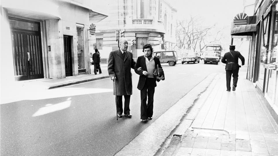 Desde el edificio donde vivía, en la calle Maipú a metros de Marcelo T. de Alvear, hasta la Galería del Este, el camino de casi todos los días