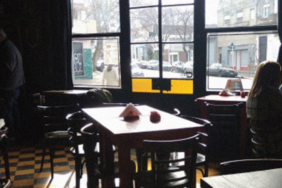 El nuevo oro negro genera pasiones en la web. Aquí, un recorrido por los sitios de los expertos, un derrotero por bares porteños y un ciclo de lecturas con aroma (sí) a café.
