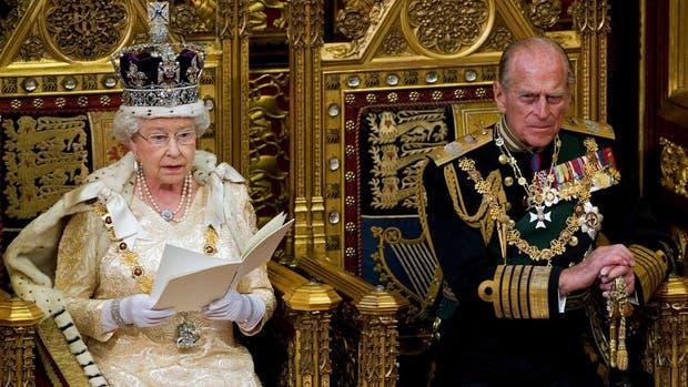Theresa May pedirá a la reina Isabel la disolución del Parlamento