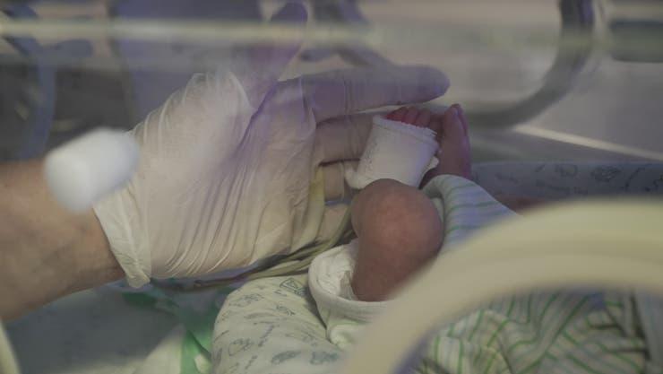 Uno de los objetivos de las terapeutas es fomentar el contacto corporal consciente con los bebes