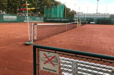 Una de las nueve canchas de polvo de ladrillo del Tennis Club Old Boys.