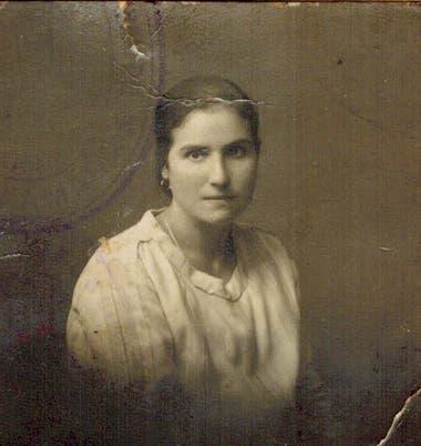Rogelia Iglesias en 1928, cuando se disponía a viajar a la Argentina desde el norte de España. Estudió repostería en Buenos Aires.