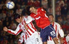 Manrique, de Independiente, cabecea pese a la oposición de Moreyra; en Córdoba faltó claridad